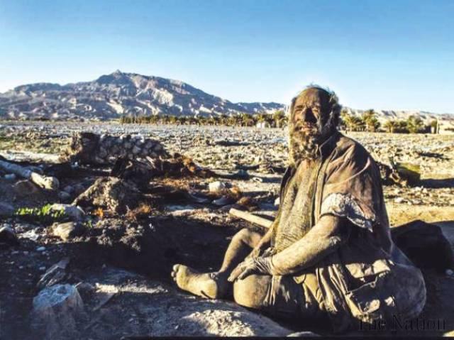 man-spends-60-years-sans-bathing-1389116651-4027